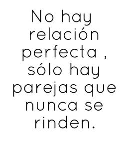 Poster: No hay  relación  perfecta ,  sólo hay  parejas que  nunca se  rinden.