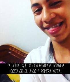Poster: Y DESDE QUE VI ESA HERMOSA SONRISA CREO EN EL AMOR A PRIMERA VISTA...